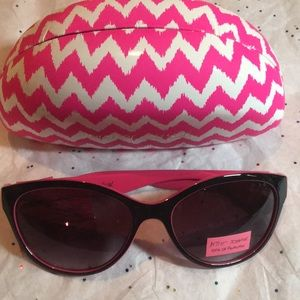 BETSEY JOHNSON SUNGLASSES WITH CASE